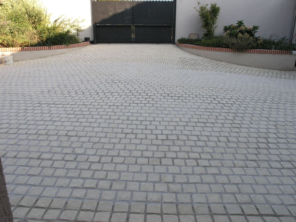 Pave decoratif exterieur for Terrasse beton colore